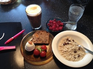 Viktig lördagsfrukost
