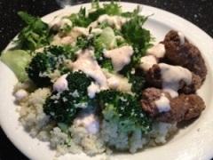 Köttfärsdolmar, broccoli-cous-cous och Sambalsås