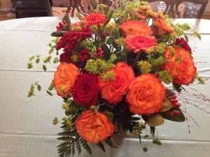 Älskar orange blommor - det här är nästan som min brudbukett