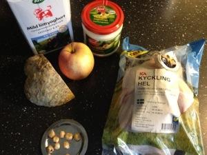 Med några av de övriga ingredienserna till middagen.